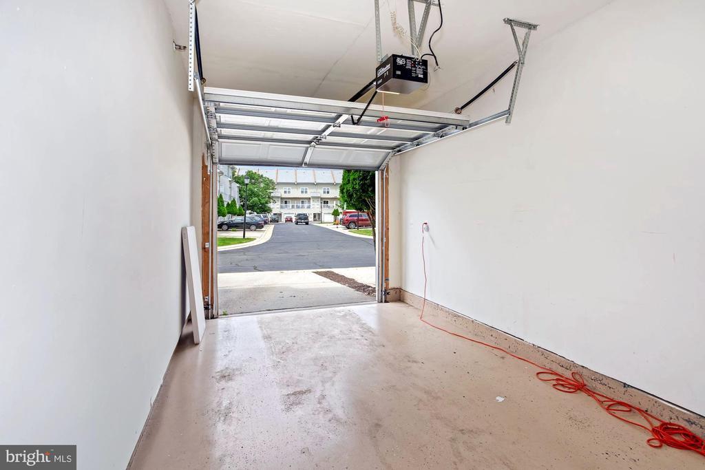 1 Car Garage - 22765 FOUNTAIN GROVE SQ, BRAMBLETON