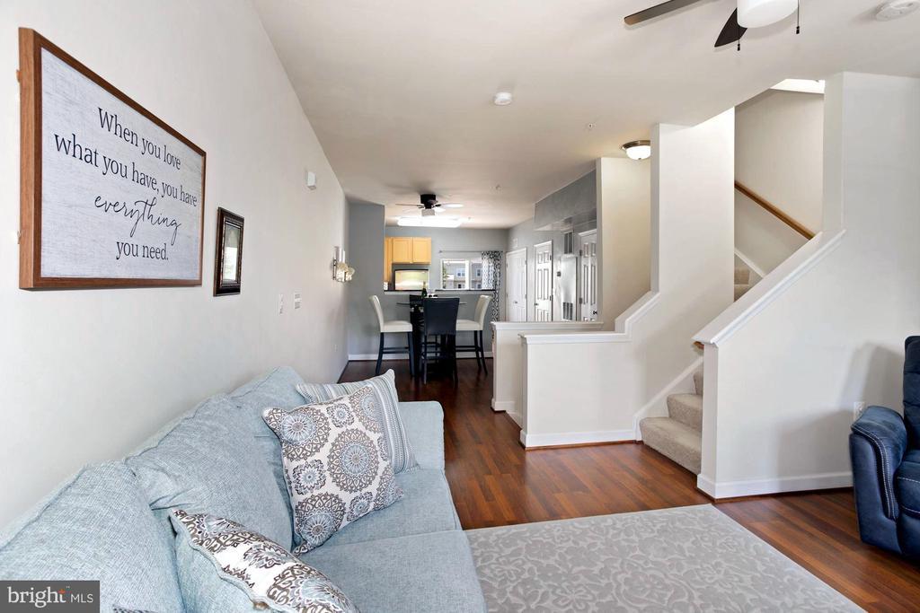 Beautiful Hardwood Floors - 22765 FOUNTAIN GROVE SQ, BRAMBLETON