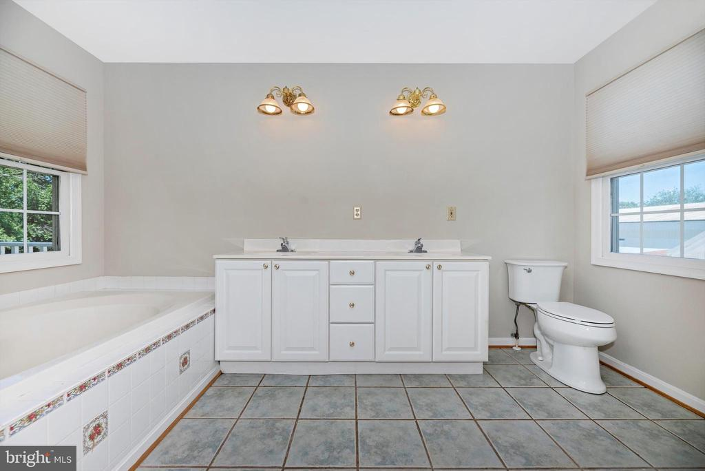 Master bath - 10302 COPPERMINE RD, WOODSBORO