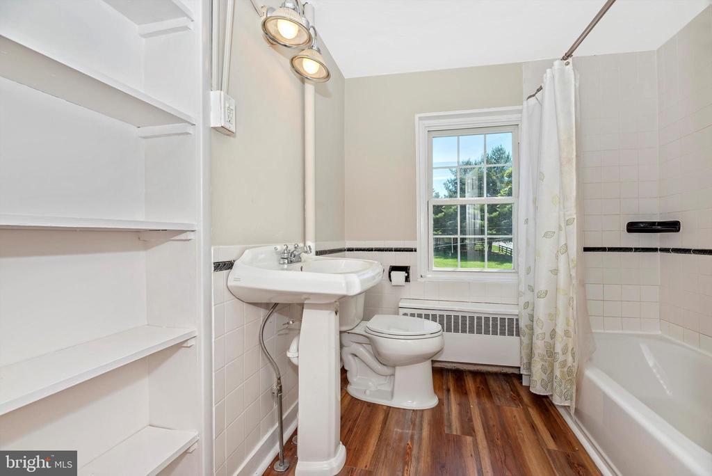 Hall Bath - 10302 COPPERMINE RD, WOODSBORO