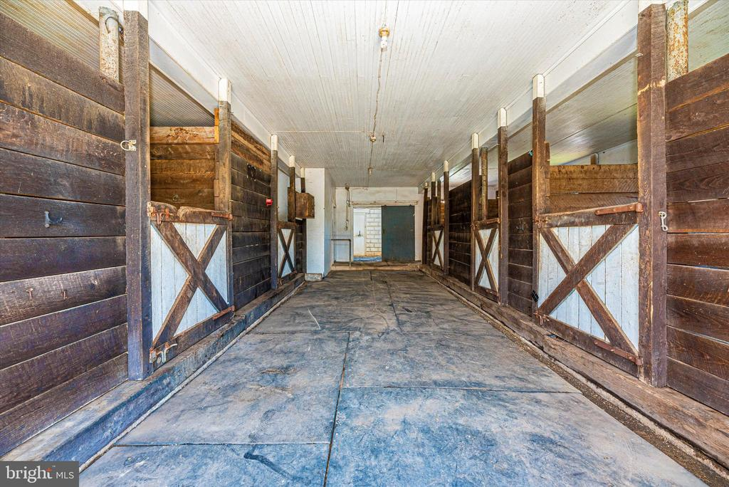 Stalls - 10302 COPPERMINE RD, WOODSBORO