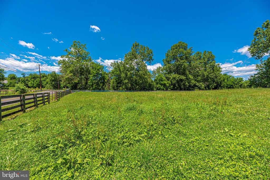 Fenced paddocks - 10302 COPPERMINE RD, WOODSBORO