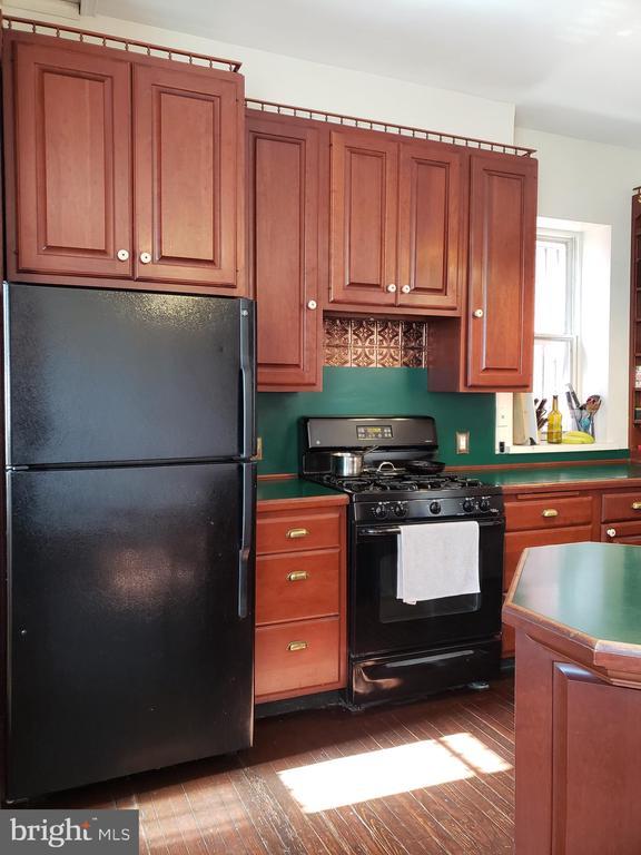Full Kitchen. - 1115 RHODE ISLAND AVE NW, WASHINGTON