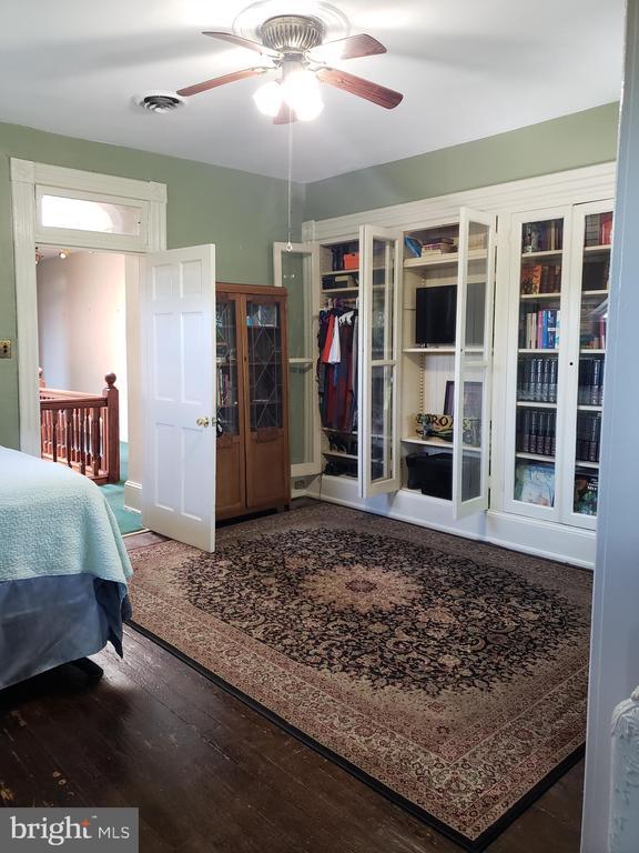 3rd Floor Front Bedroom Built In Shelves. - 1115 RHODE ISLAND AVE NW, WASHINGTON
