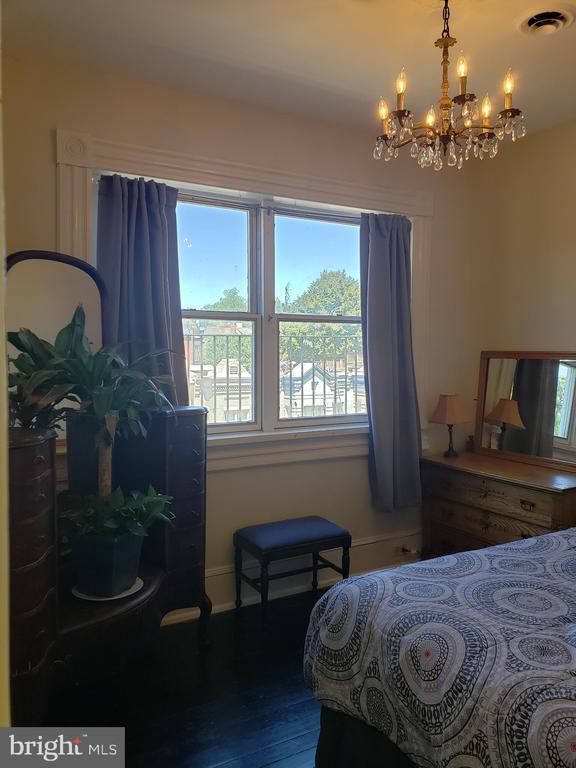 Third Floor Middle Bedroom. - 1115 RHODE ISLAND AVE NW, WASHINGTON