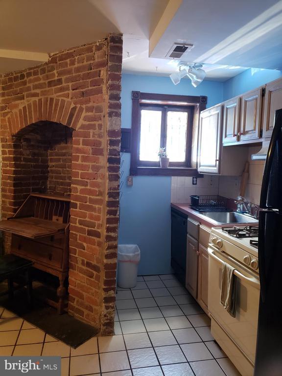 Accessory Studio Kitchenette and Little Window. - 1115 RHODE ISLAND AVE NW, WASHINGTON