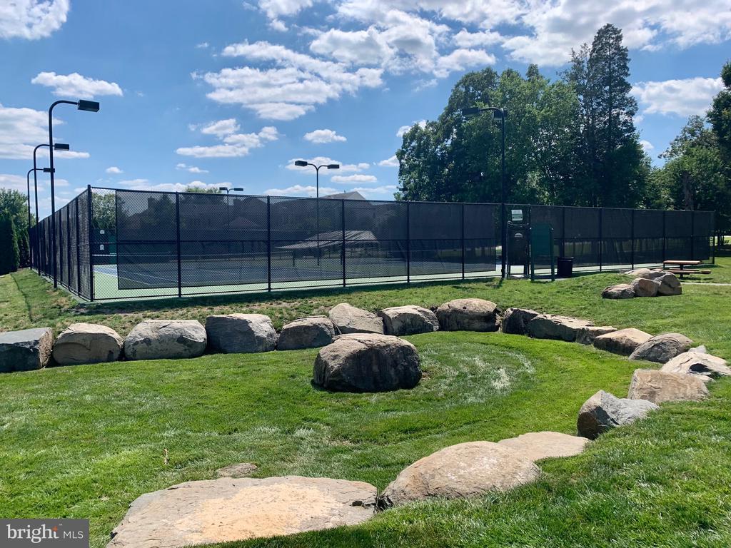 tennis anyone - 22765 FOUNTAIN GROVE SQ, BRAMBLETON