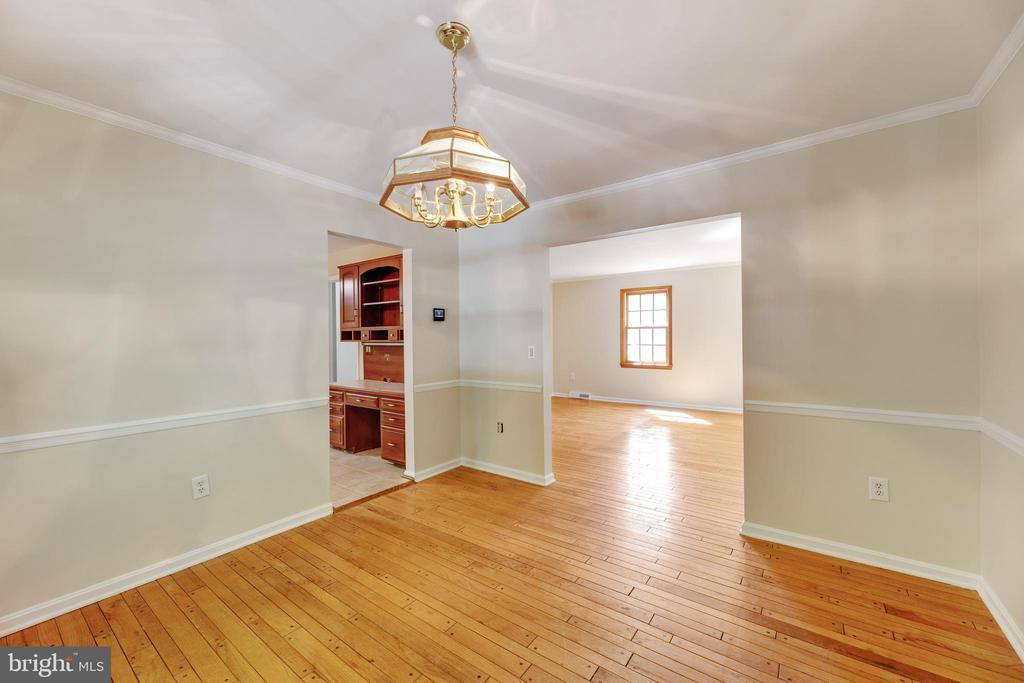 Those floors.... take another look... :) - 3208 SHOREVIEW RD, TRIANGLE