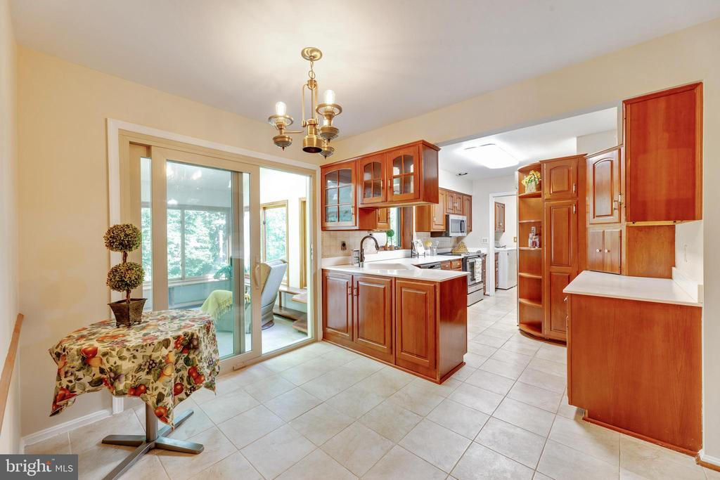 Eat-in Kitchen with space for a table - 3208 SHOREVIEW RD, TRIANGLE