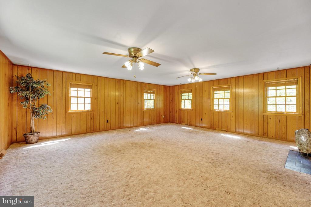 HUGE, open family room with windows on three sides - 3208 SHOREVIEW RD, TRIANGLE