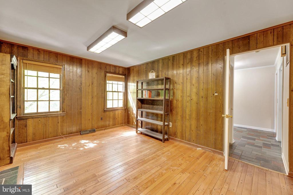 Office on the main level with hardwoods - 3208 SHOREVIEW RD, TRIANGLE