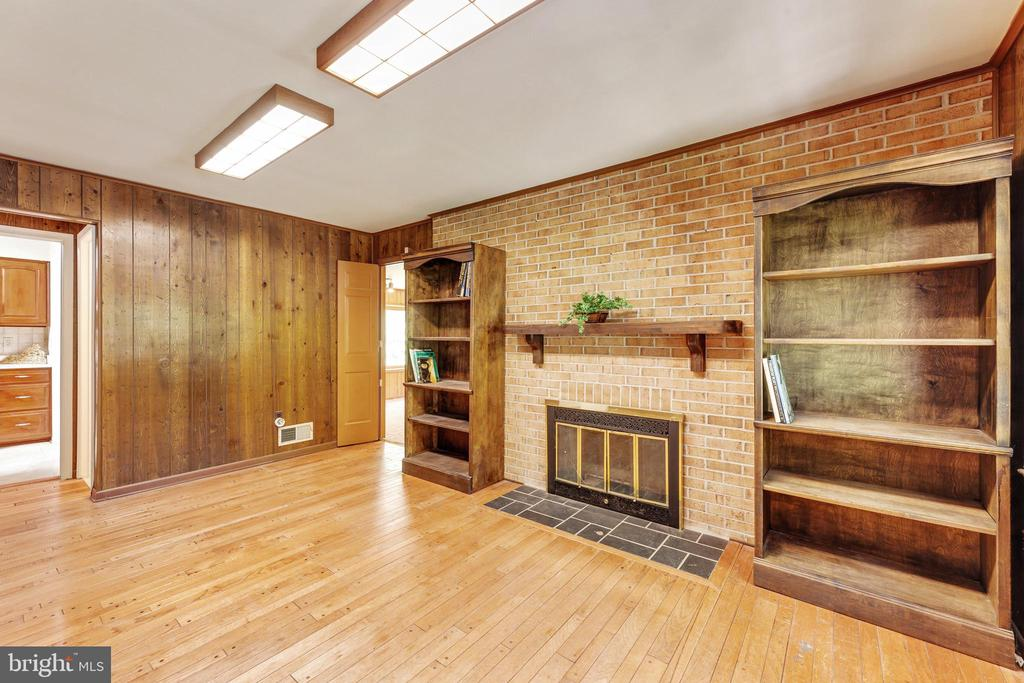 Office with it's own fireplace! - 3208 SHOREVIEW RD, TRIANGLE
