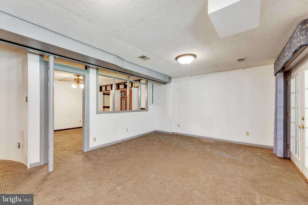 Living area/rec room in the basement - 3208 SHOREVIEW RD, TRIANGLE