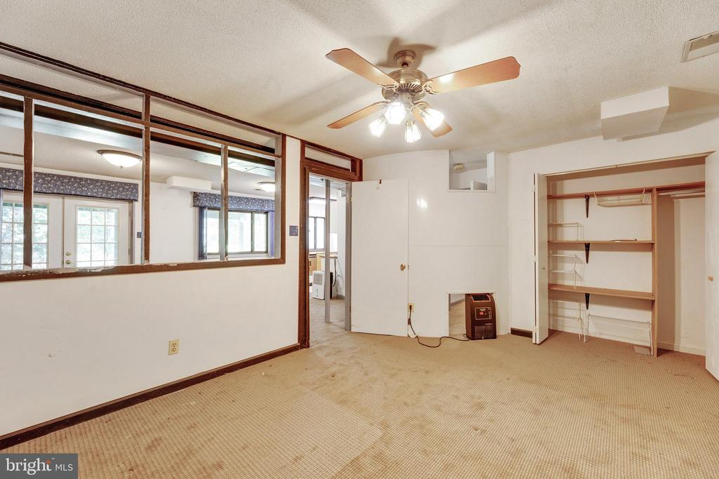 Amazing flex space or second office area!! - 3208 SHOREVIEW RD, TRIANGLE