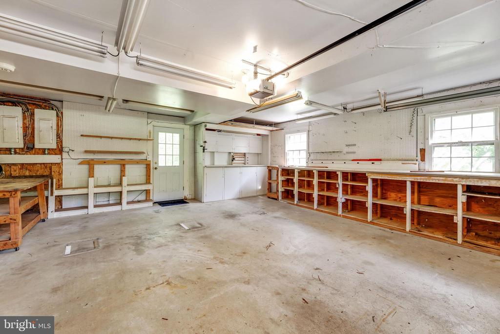 XL garage with storage space for all the things - 3208 SHOREVIEW RD, TRIANGLE