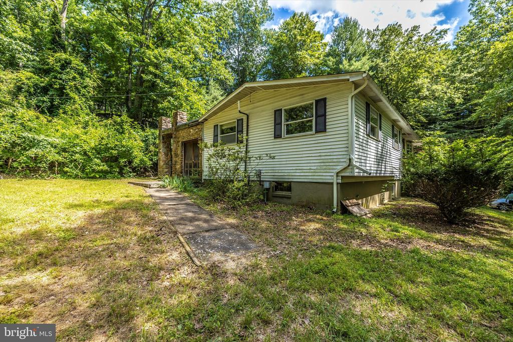 Side - 6233 YEAGERTOWN RD, NEW MARKET