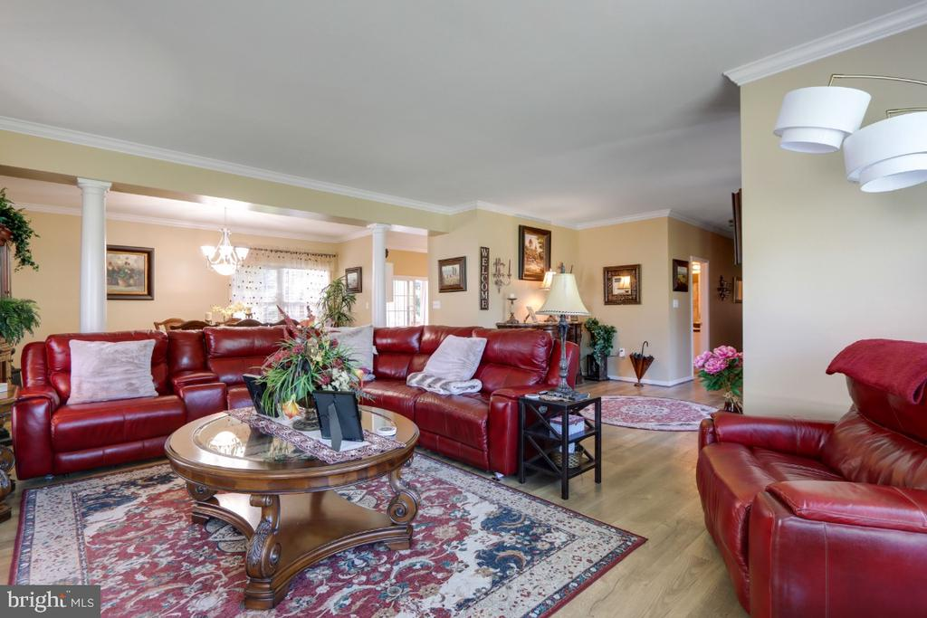 Large Living Room! - 384 TURNBERRY DR, CHARLES TOWN