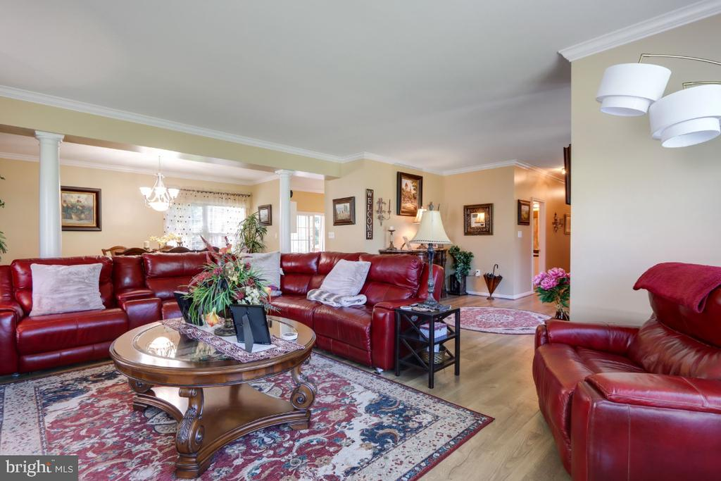 And Elegant Interior Columns! - 384 TURNBERRY DR, CHARLES TOWN