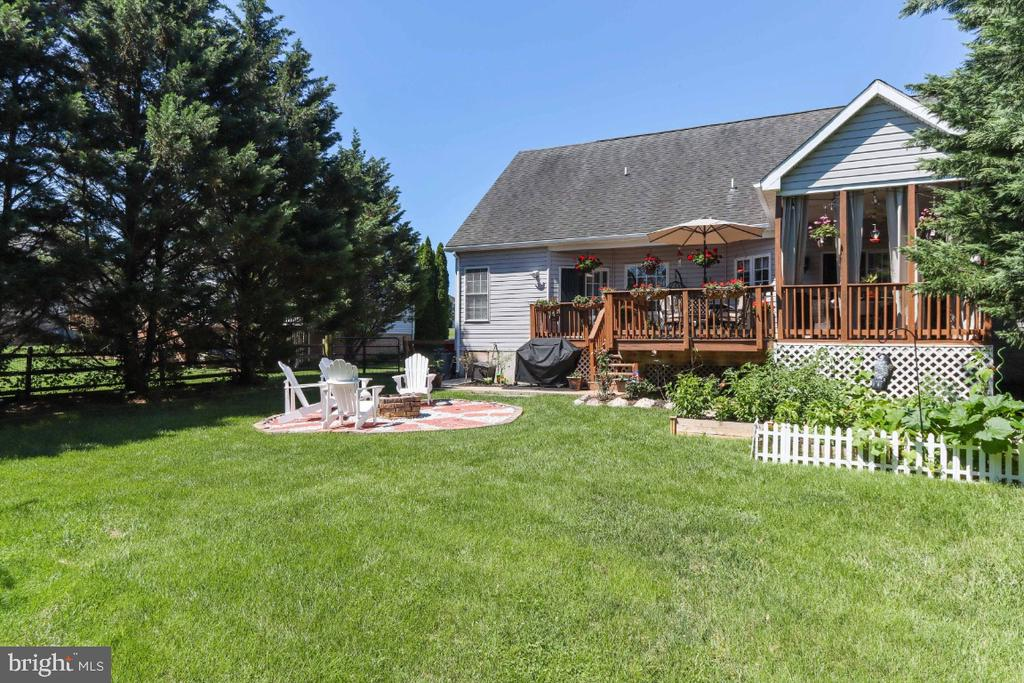 A Big Beautiful Back Yard! - 384 TURNBERRY DR, CHARLES TOWN