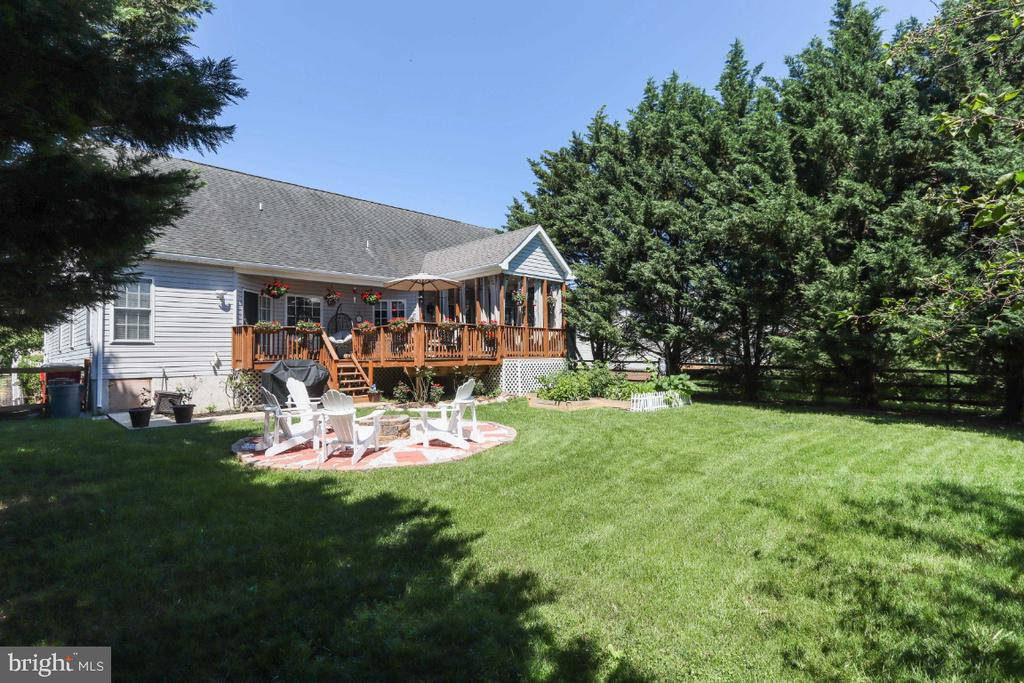 Totally Fenced Four Children & Pets! - 384 TURNBERRY DR, CHARLES TOWN
