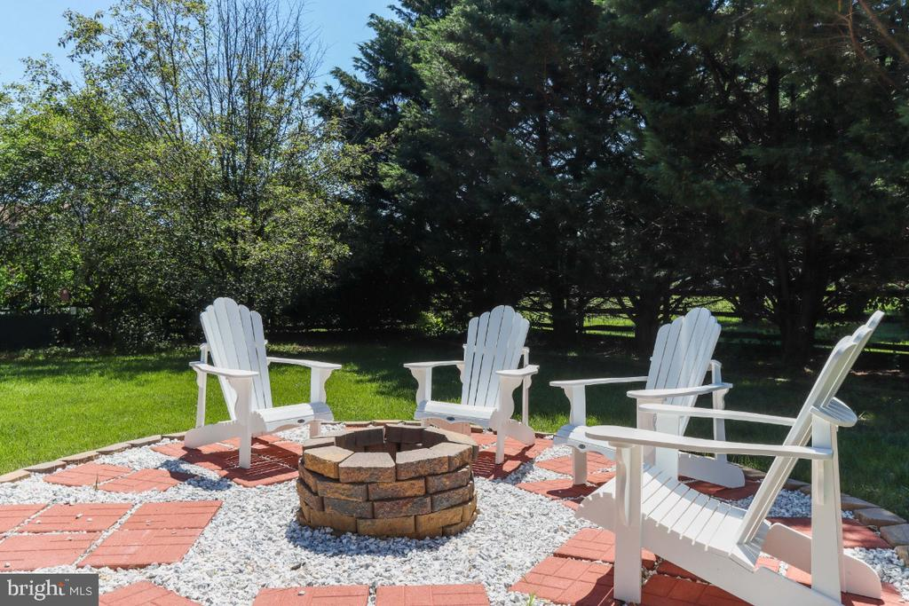 Come Home, Sit Back, and Relax! - 384 TURNBERRY DR, CHARLES TOWN
