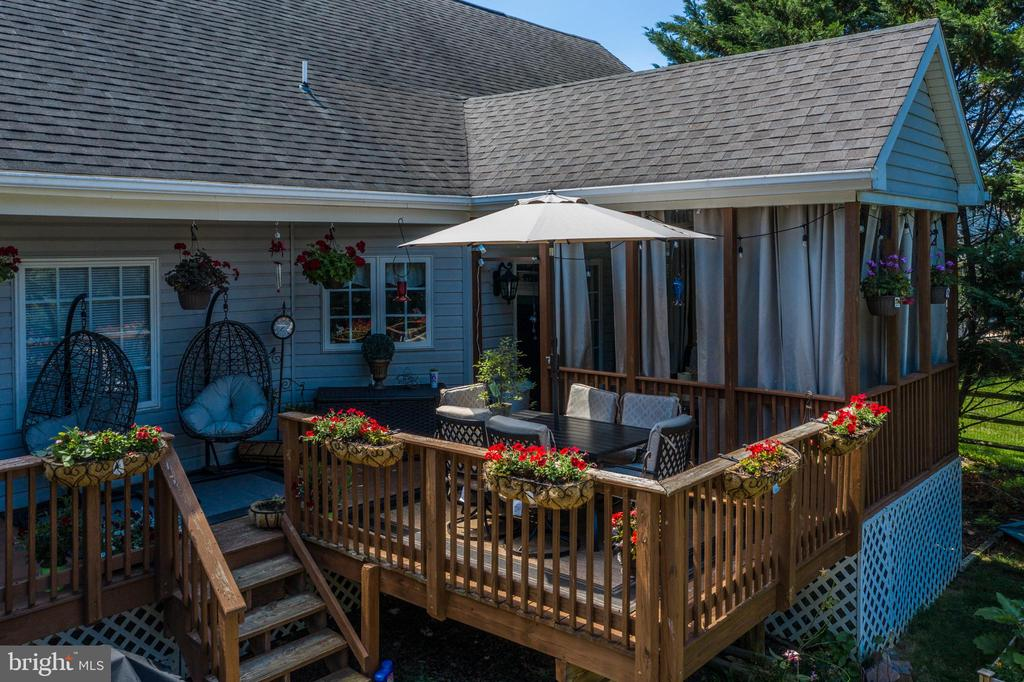 You're Going To Love Hosting Parties Here! - 384 TURNBERRY DR, CHARLES TOWN
