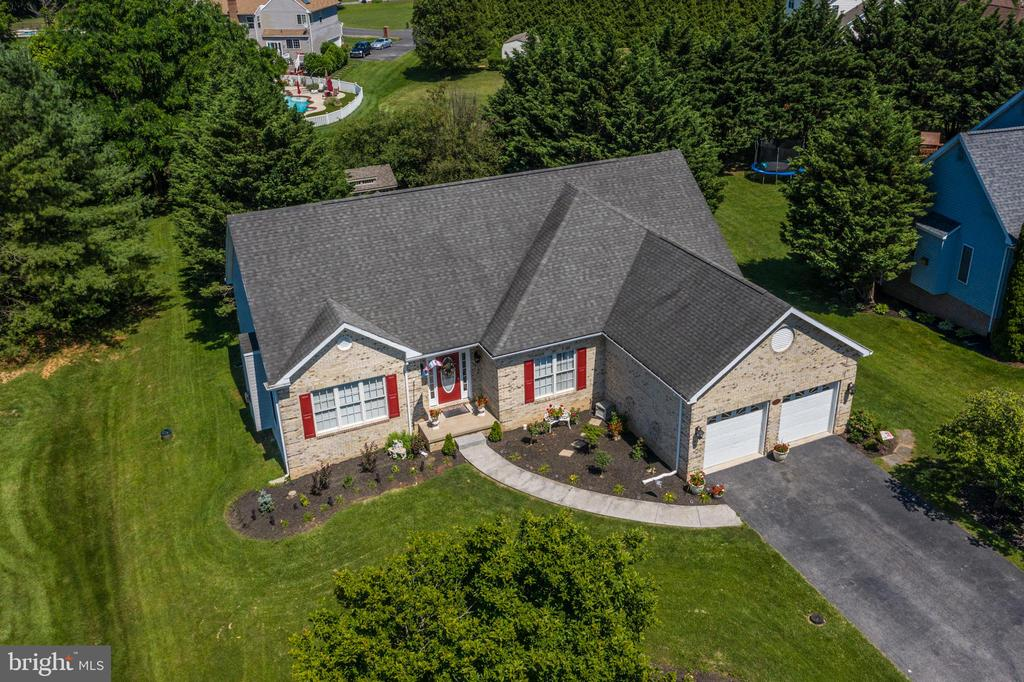 Beautiful Location! - 384 TURNBERRY DR, CHARLES TOWN