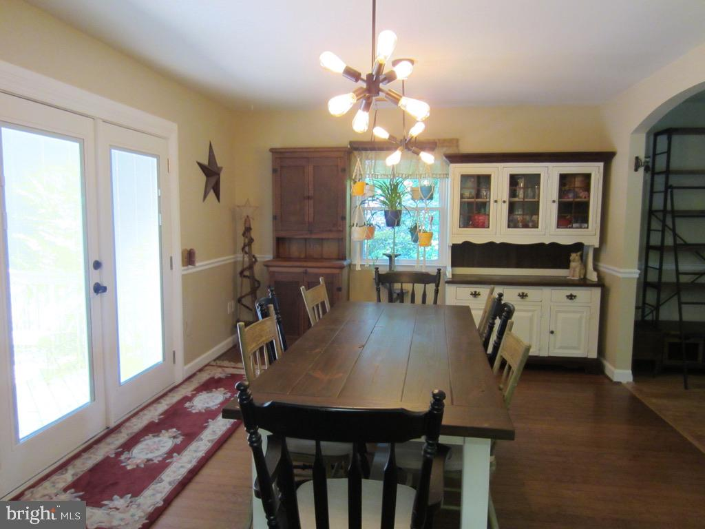 LARGE Kitchen eating area - 81 ESTATE ROW, STAFFORD