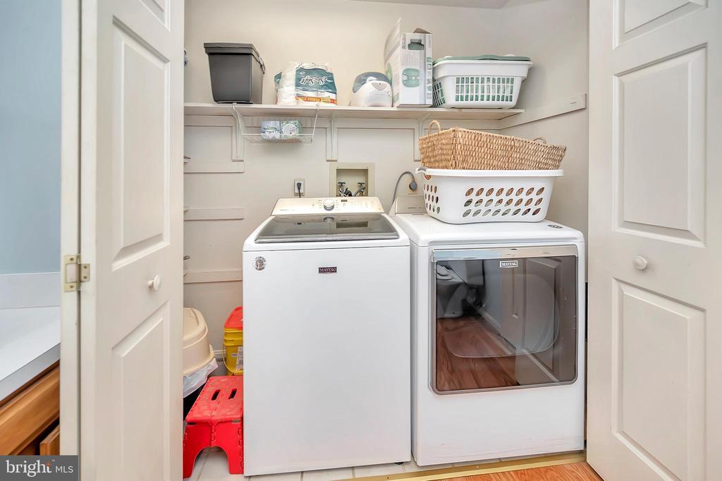 convenient laundry location - 201 HAPPY CREEK RD, LOCUST GROVE