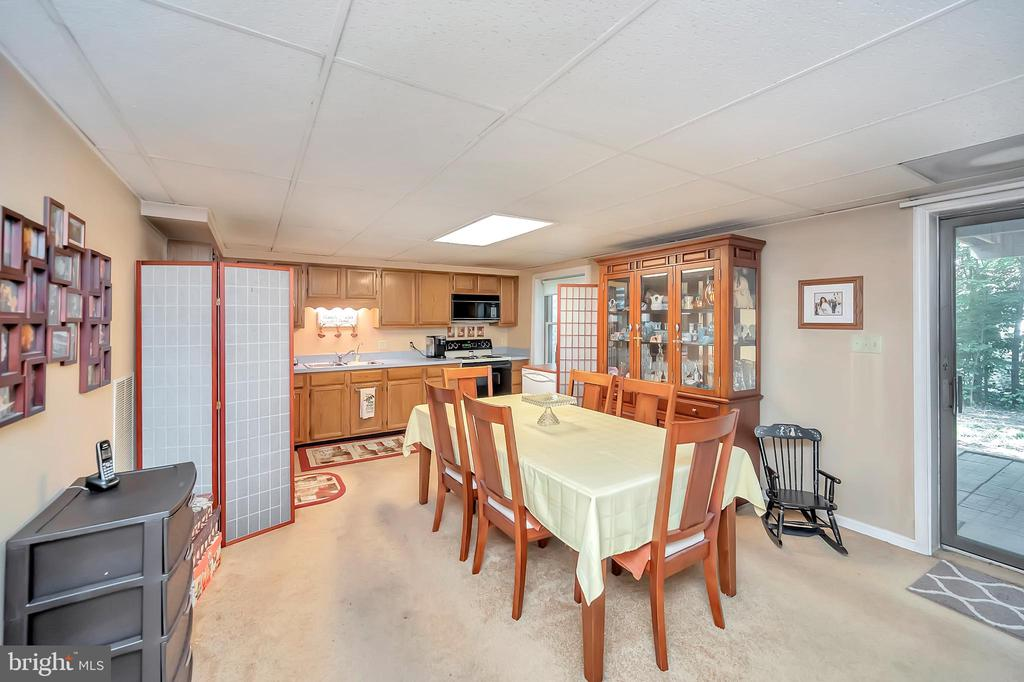 lower dining area with slider to patio - 201 HAPPY CREEK RD, LOCUST GROVE