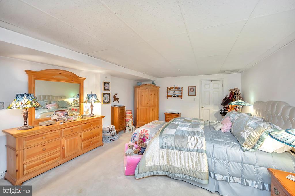 lower master bedroom-not to code - 201 HAPPY CREEK RD, LOCUST GROVE