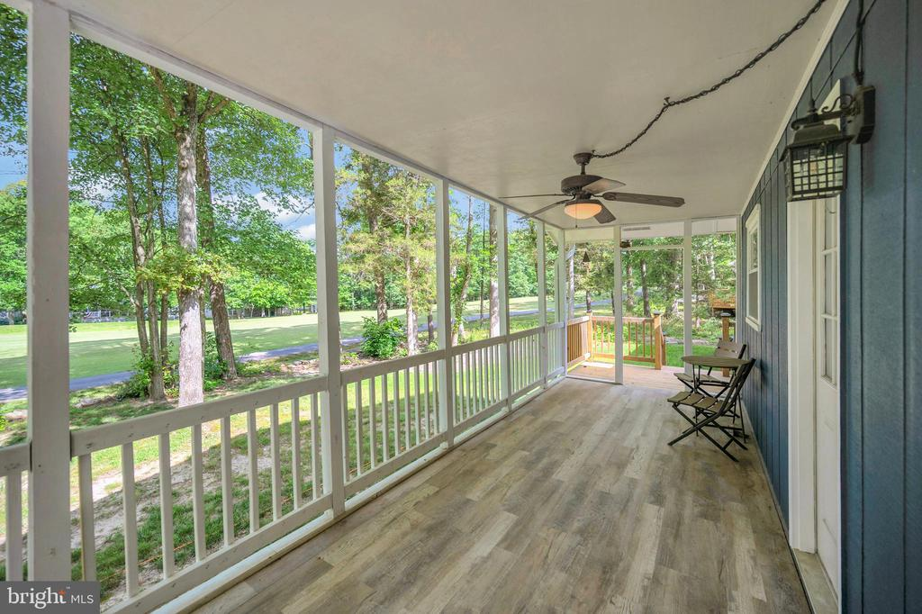 covered deck off the dining room - 141 EAGLE CT, LOCUST GROVE