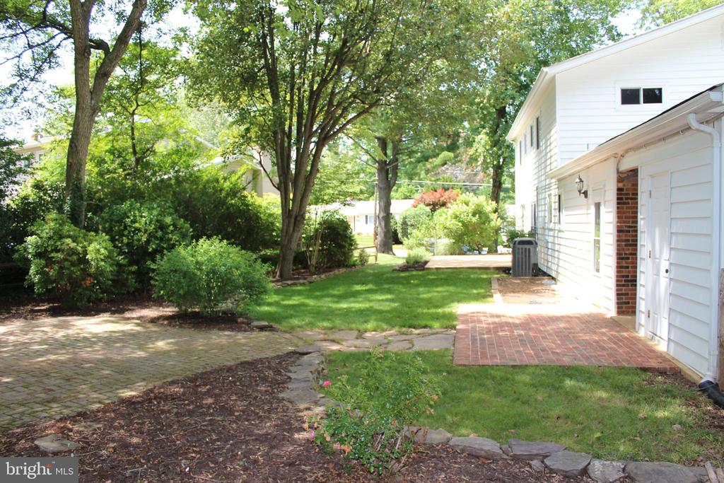 Back yard and Patio - 8503 QUEEN ELIZABETH BLVD, ANNANDALE