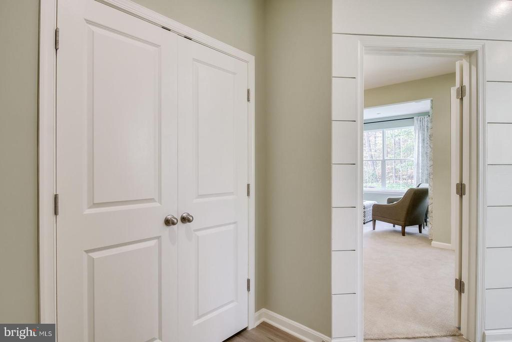 ENTRY TO MAIN LEVEL SUITE - 5060 DIMPLES CT, WOODBRIDGE
