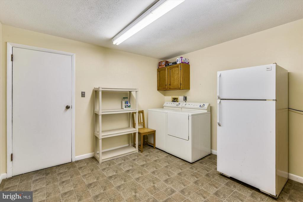 Transition from apt. to barn with washer/dryer - 1823 OLD WINCHESTER RD, BOYCE
