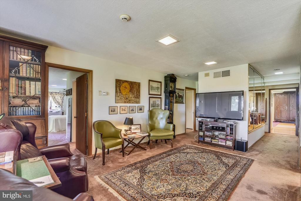 Family room - 1823 OLD WINCHESTER RD, BOYCE