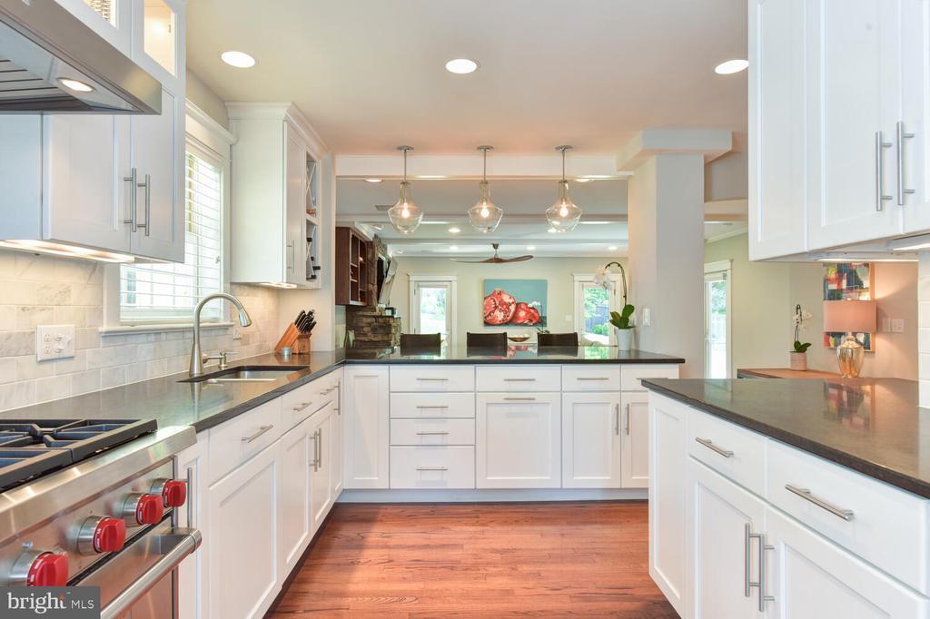 Abundance of cabinets and kitchen storage! - 3302 ELMORE DR, ALEXANDRIA