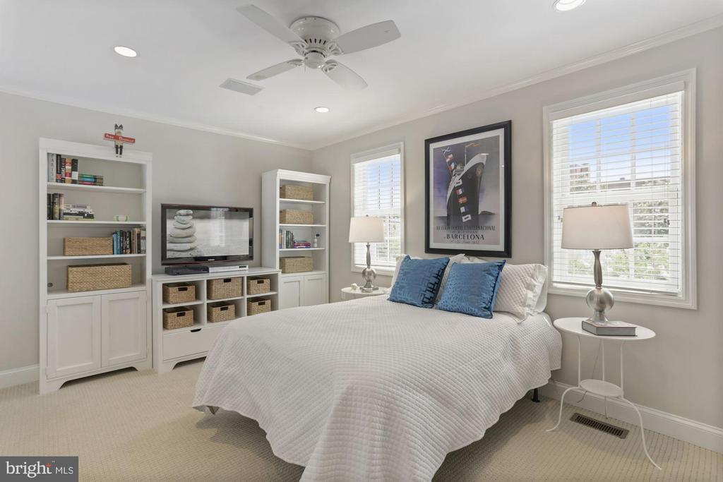 Fourth bedroom... - 121 6TH ST NE, WASHINGTON