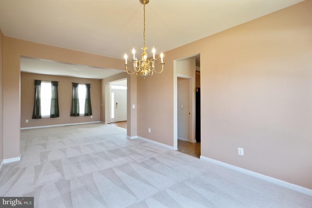 FORMAL DINING AND LIVING - 402 CRAIG DR, STEPHENS CITY