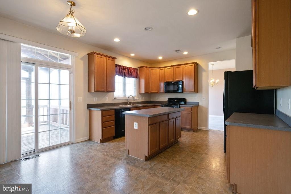 KITCHEN WITH A SLIDING GLASS TO ENCLOSED PORCH - 402 CRAIG DR, STEPHENS CITY