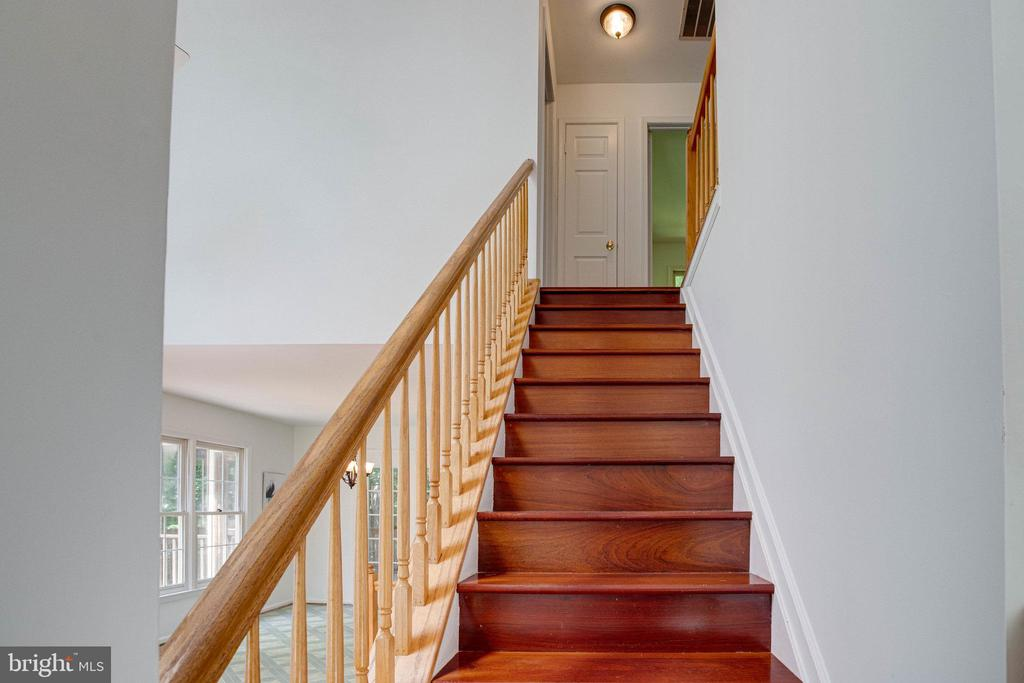 Wood floors include the upper staircase - 320 DESTROYER CV, STAFFORD