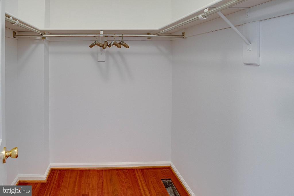 One closet is a walk in closet - 320 DESTROYER CV, STAFFORD