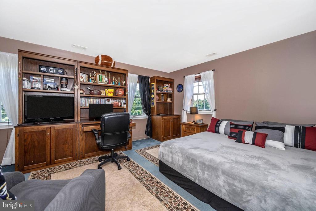 Bedroom 2 w/generous closet space - 10740B WOODSBORO RD, WOODSBORO