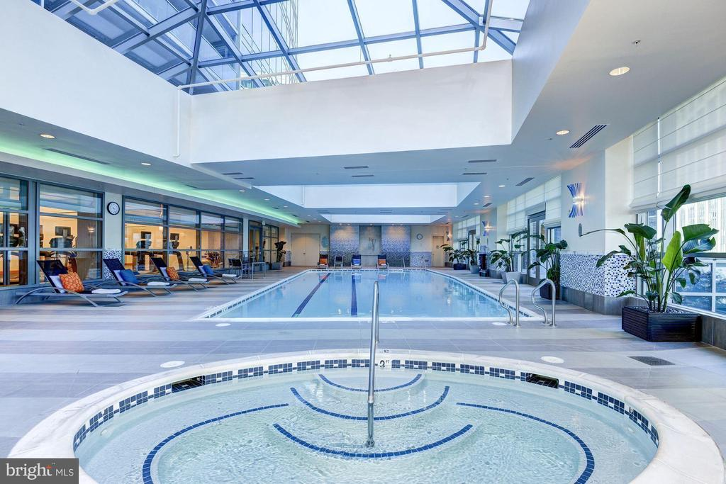 Unwind & enjoy Turnberry Tower's many amenities - 1881 N NASH ST #2311, ARLINGTON