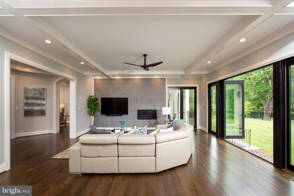Family Room Extends Living Space to the Outdoors - LOT 87 MUNSUN PL, LEESBURG