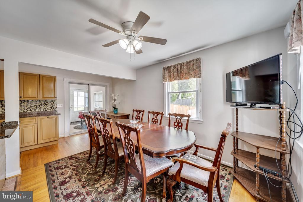 Large Dining Space Off Kitchen - 2919 MONROE PL, FALLS CHURCH