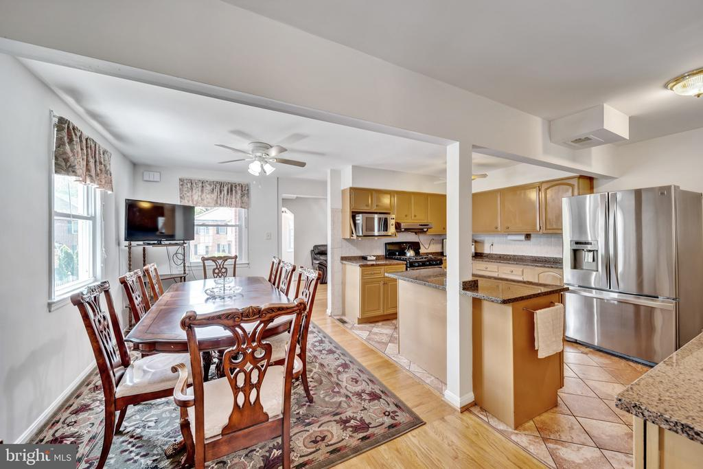 Great Layout For Entertaining! - 2919 MONROE PL, FALLS CHURCH