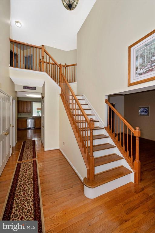 Oak Tread stairs to your upper level bedrooms - 6904 BARON CT, FREDERICK