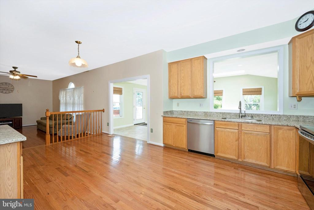 Large Spacious kitchen looking into family room - 6904 BARON CT, FREDERICK