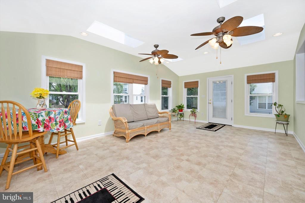 Beautiful sun-room for get togethers - 6904 BARON CT, FREDERICK